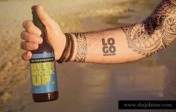 海边沙滩场景手持啤酒瓶样机模板 Beach Beer Tattoo Style | Logo