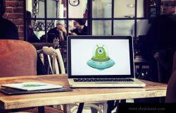 咖啡厅场景笔记本电脑&平板电脑屏幕预览样机