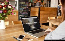 咖啡店电脑界面展示模型MacBook Pro