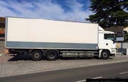 大型箱式货车