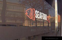 玻璃外墙Logo徽标全景展示效果图样机 Panoramic Glass Logo Mockup