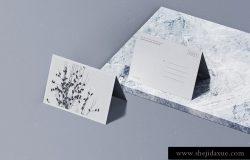 折叠的明信片信封样机贴图展示模版 Folded Postcard Mockup (PSD)