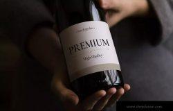手持葡萄酒瓶标签设计样机 Wine Bottle Mockup