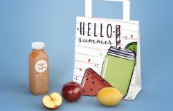 蓝色背景上的鲜果奶昔饮料店包装袋设计展示样机