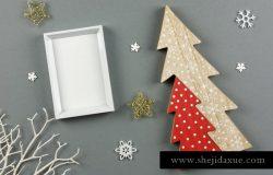 圣诞节主题白色边框画框相框样机 Christmas White Picture Frame Mockup