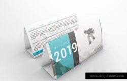 高品质的2019年新年台历日历设计VI样机展示模型mockups