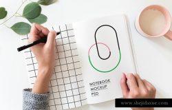 左撇子手写场景展示样机模版 Hands Holding Notebook Mockup 所有素材 / 样机模版