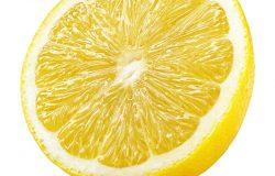 成熟的半黄色柠檬
