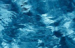 波涛汹涌的海面